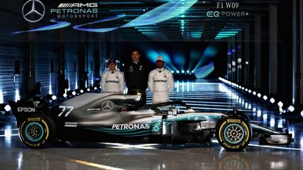 f1 on n 39 aime pas le halo chez mercedes. Black Bedroom Furniture Sets. Home Design Ideas